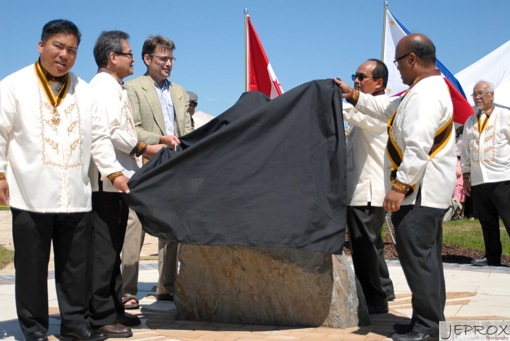Dr. Jose Rizal Park, Winnipeg unveiling ,Tom Colina