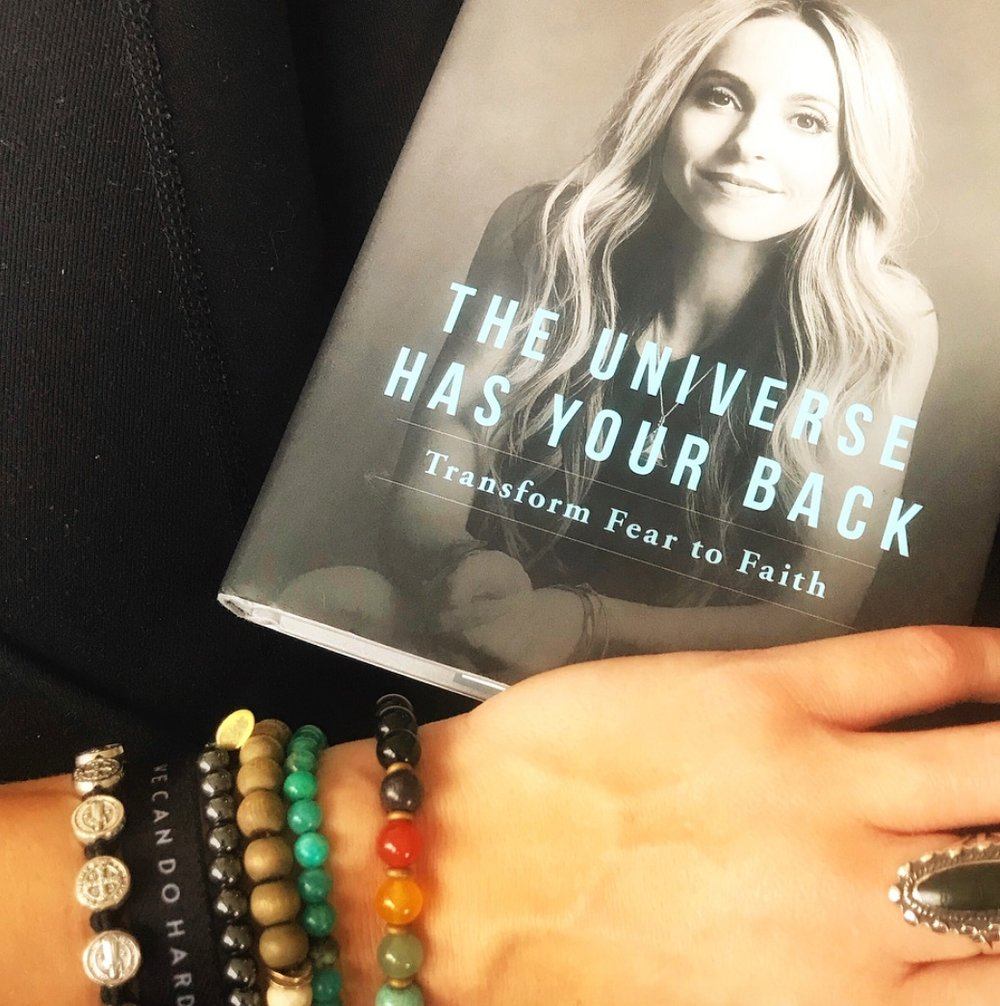 THE UNIVERSE HAS YOUR BACK: TRANSFORM FEAR TO FAITH :: GABRIELLE BERNSTEIN