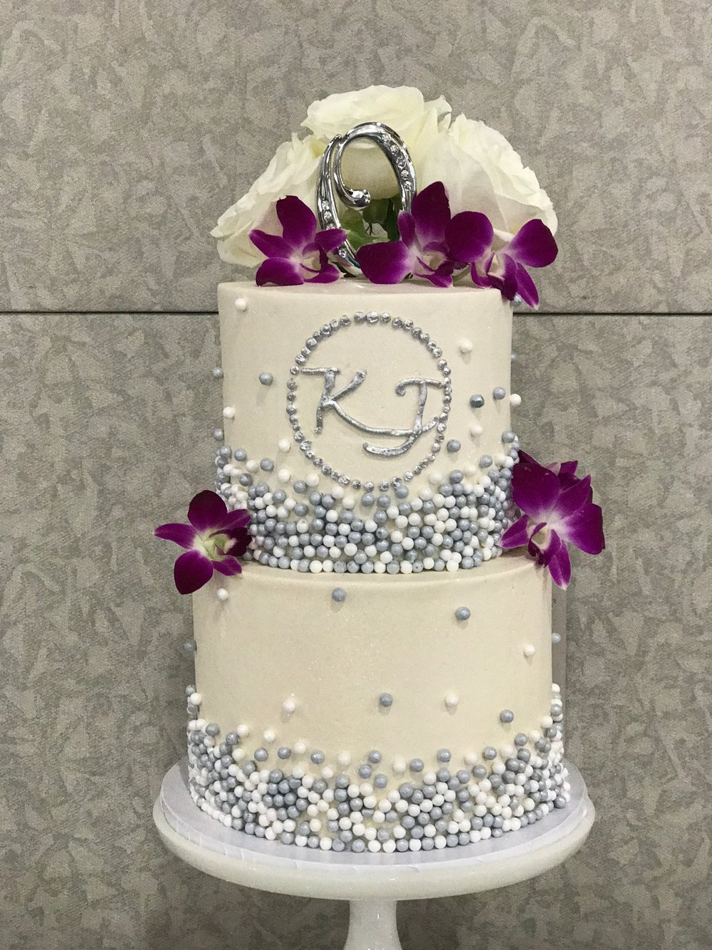 Weddings|Cakes — Amy\'s Cupcake Shoppe
