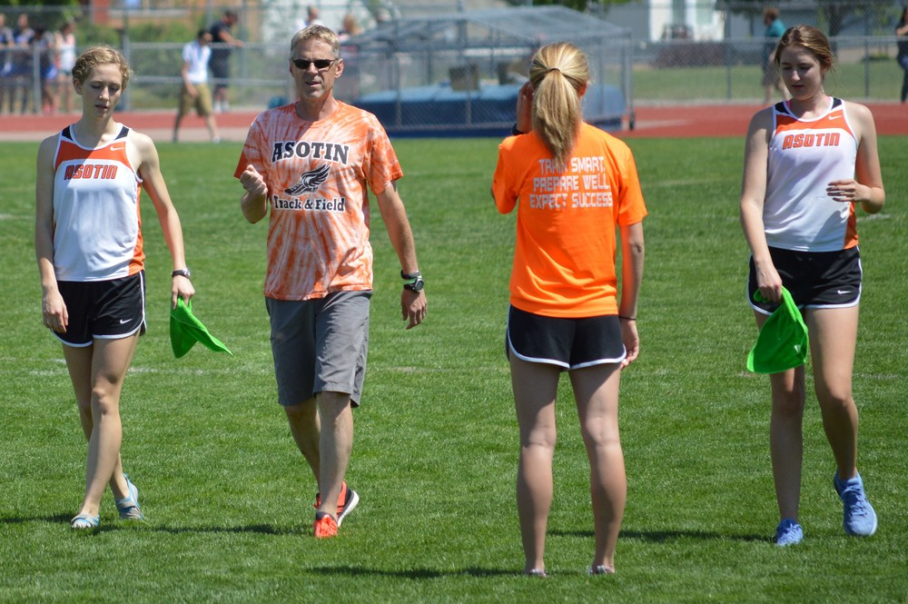 Coach Tim Gundy of Asotin with Lucy Eggleston (left), Maria Eggleston (with back turned), and Kat Stephenson.