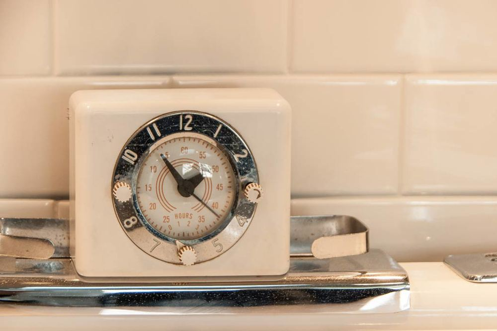 Close-up-clock-timer-vintage-white-stove.jpg