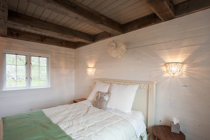 PROJECT LOG: Reclaimed Wood Walls, Barn Door, and Bright Whites Fill a Cozy Cottage in Oregon ...