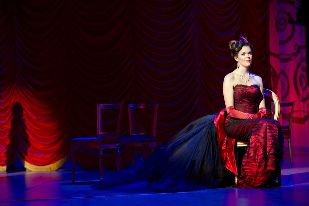 Valda Wilson in Oldenburg State Theatre's The Merry Widow