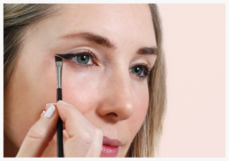 complete the eye liner