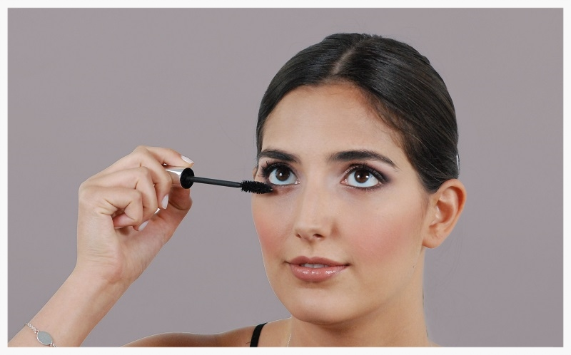 Coat the lashes with mascara