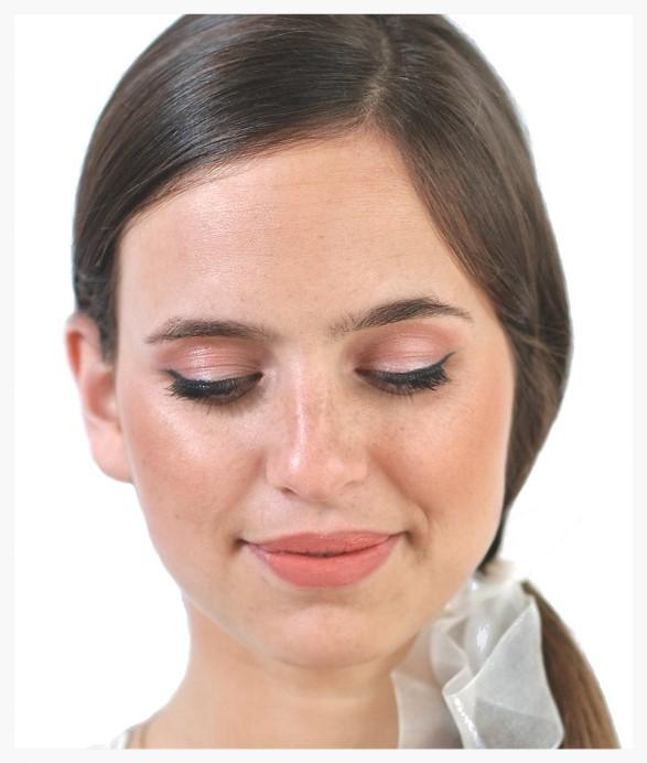 Fresh peach eye makeup
