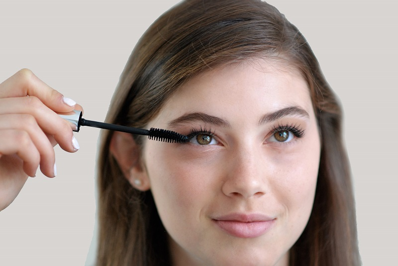 Addition of a black mascara