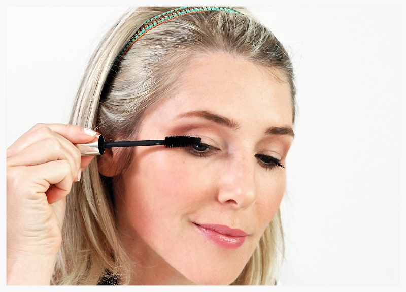 Curl the top lashes