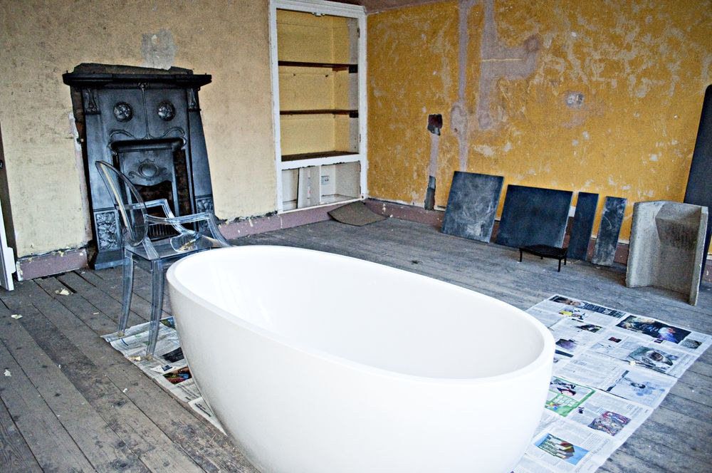 Living room to be.... at least the bath is proving useful for visualising how furniture might be set out