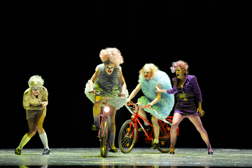 Image of FRAU LUNA, at Berlin's Volksbühne; directed by Herbert Fritsch; photography by Thomas Aurin.