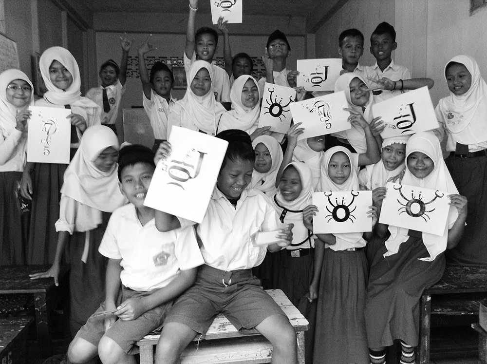 "Representing Letterplatters, I participated to join the first batch of  Kelas Inspirasi Palembang  and introduced typography to the kids from 4th to 6th  grades with ""Sea Creatures"" series."