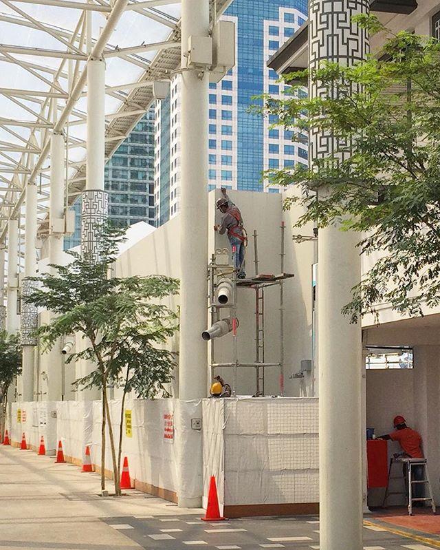 #menatwork near China street this morning.  #urban #construction #cityscape #metropolis #dailylife #igsg #sgig #sgiger #singapore #yoursingapore #instasg #instagood #instadaily #instastreet #street #streetphoto #streetphotography #wearethestreet #sgvsco #vsco #vscocam #everydayasia