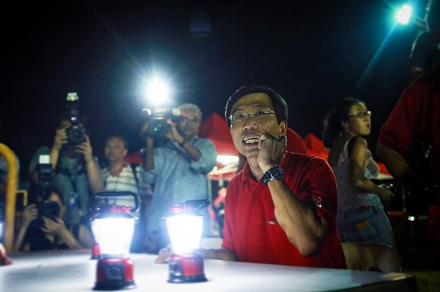 Before Dr Chee's autograph session after the rally. I was surprised the police let it go on for 30 minutes after the cut off time.  #sdp #cheesoonjuan #singaporedemocraticparty #allofthelights #onassignment #sgelections #sgbyelection #bukitbatok #bukitbatokbyelection #igsg #sgig #singapore #portrait #street #streetphoto #streetphotography #makeportrait