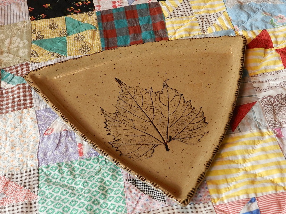 Plate-Triangle Natural with leaf
