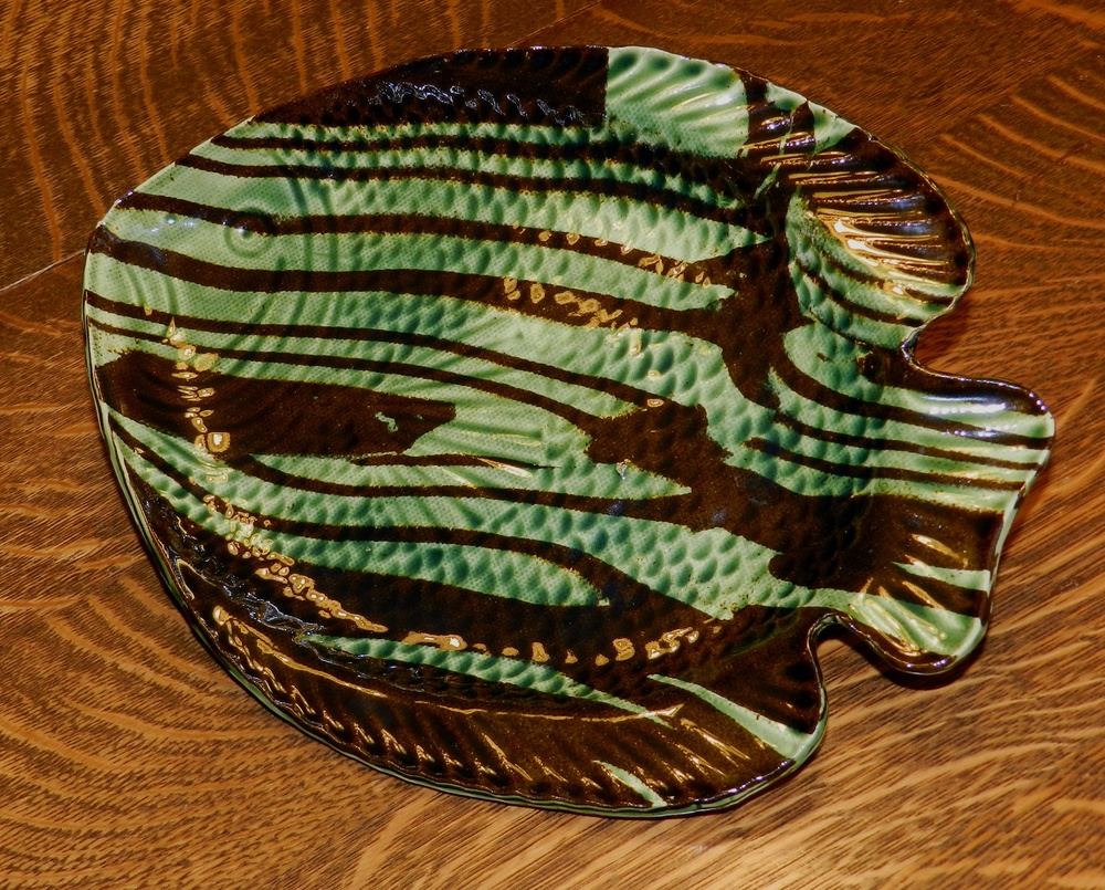 Fish plate-Marbled clay-green stripe