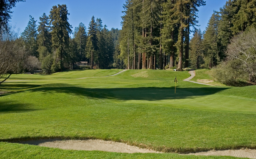 The shortest of the nine, the downhill 120-yard, par 3, 8th provides the only tee shot that should not be affected by trees. © Robert Kaufman