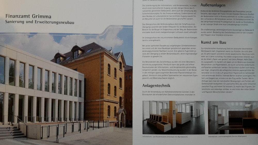 Der Erweiterungsneubau des Finanzamtes Grimma wurde bereits am 02.11.16 von Georg Unland, dem Finanzminister Sachsen offiziell eingeweiht. Das Kunstwerk im Empfangsbereich des neuen Foyers wird aber vorraussichtlich erst Ende des Jahres installiert werden.