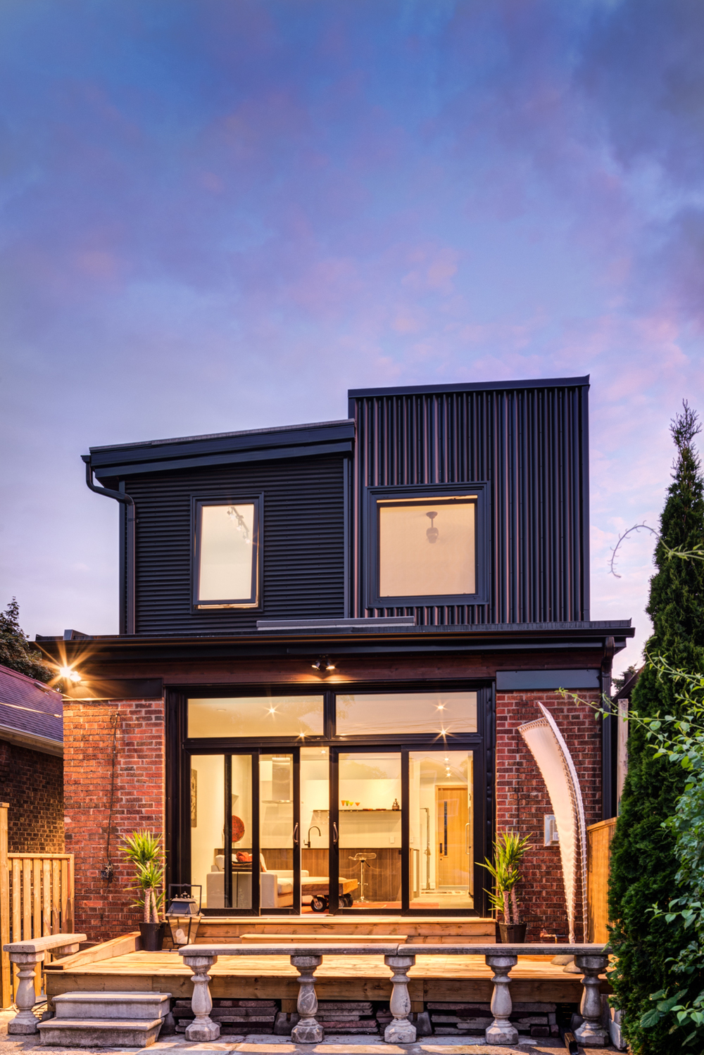 Junction bungalow by Stamp. Tilt-turn windows by EVW.