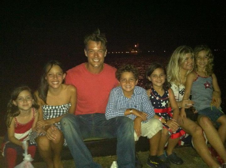 Noah with sister Maddie, costar Josh Duhamel and his wife Fergie, costar Mimi Kirkland and family.