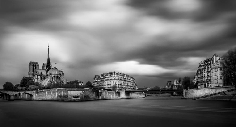 • Notre Dame de Paris