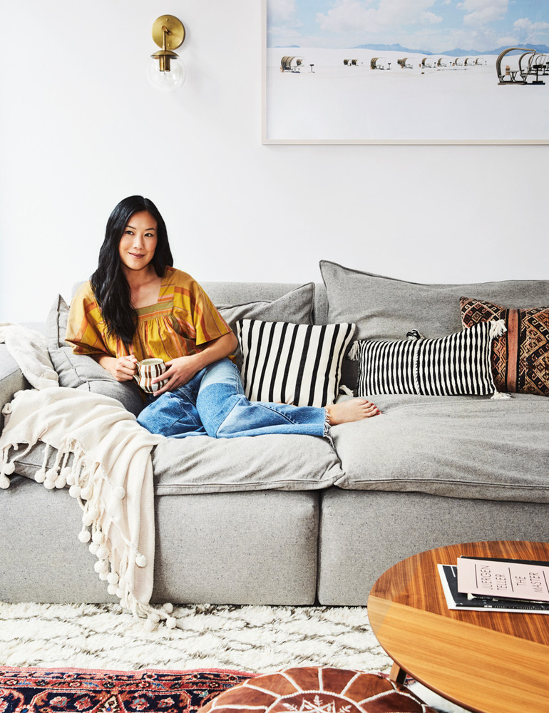 madewell-s-lead-designer-brings-the-cool-girl-look-home-gray-and-white-portrait-59d267721c2f5d146a42ee3d-w1000_h1000.jpg