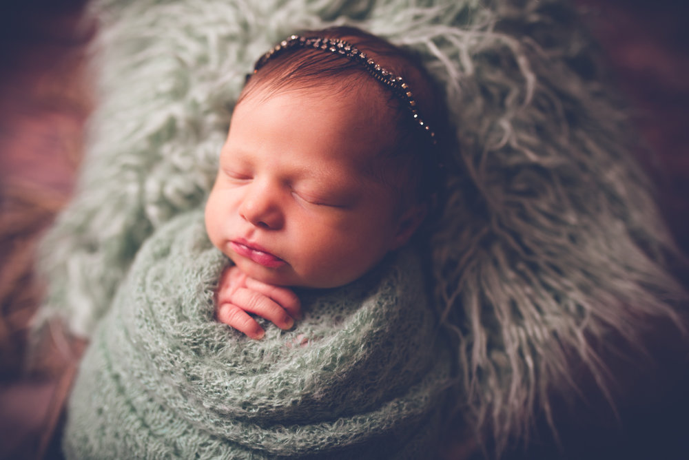 Newborn_Charlotte_5Days-18.jpg