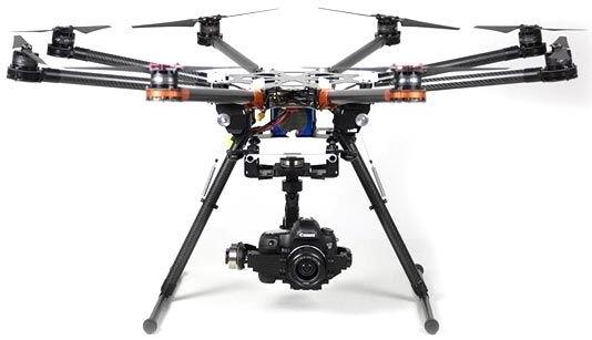Drone quadrocoptère permettant de piloter une caméra 4K en toute stabilité.