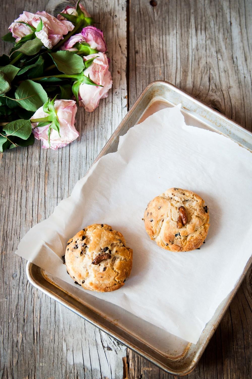 gluten-free-garlic-olive-scones.jpg