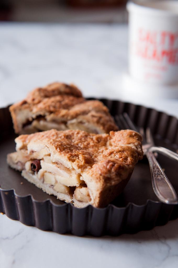 apple-pie-with-caramel-icecream.jpg