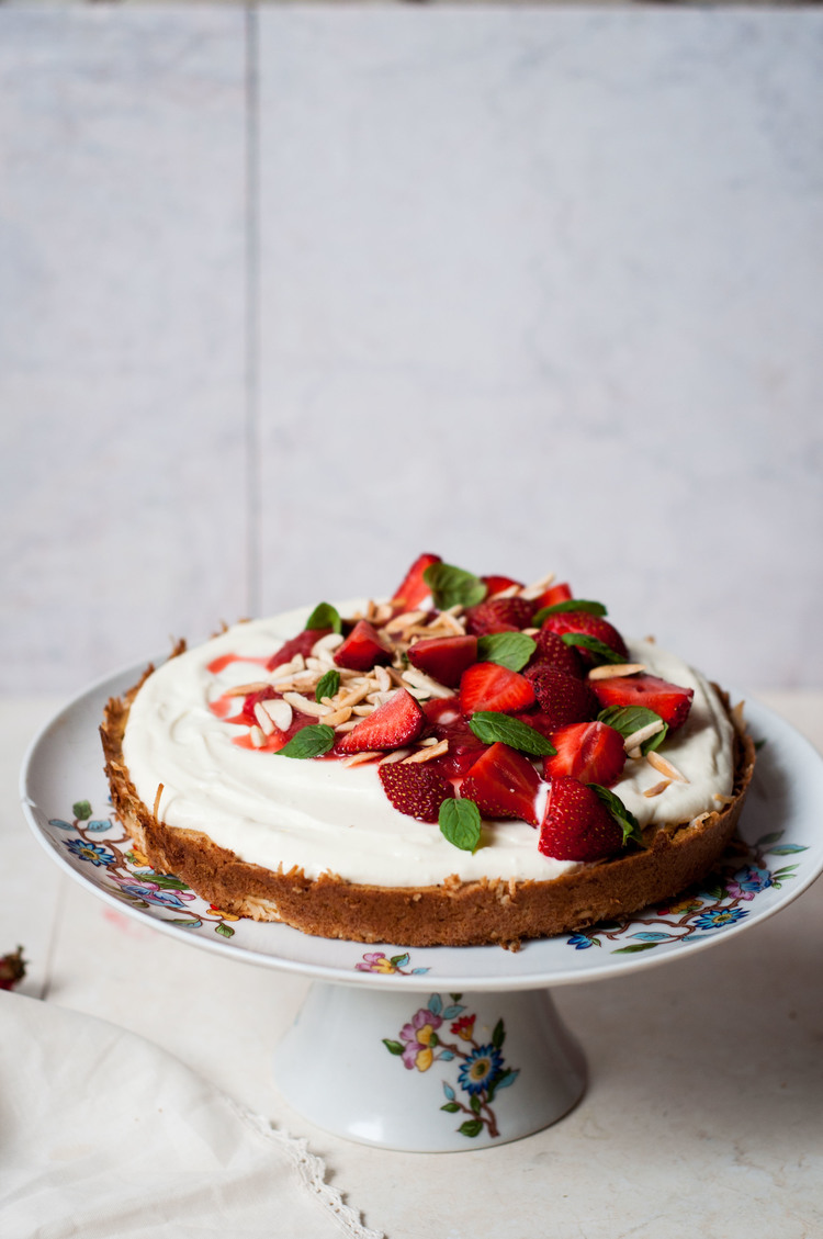 Glutenfree Sponge with Yogurt and Rhubarb-Strawberry Compote - The real glory of this composition is the light cake made moist with strained yogurt frosting and the pile of berries and mint on top. The cake is inspired by Alice Medrich's oat flour cake recipe and for one that uses four eggs to a cup of flour is surprisingly light and fluffy. RECIPE ->