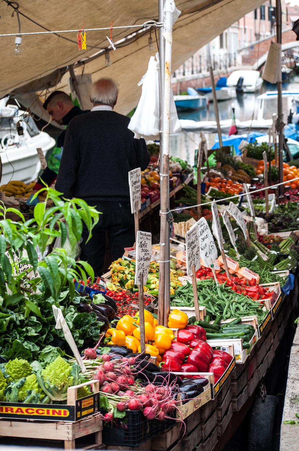 market-gondola.jpg