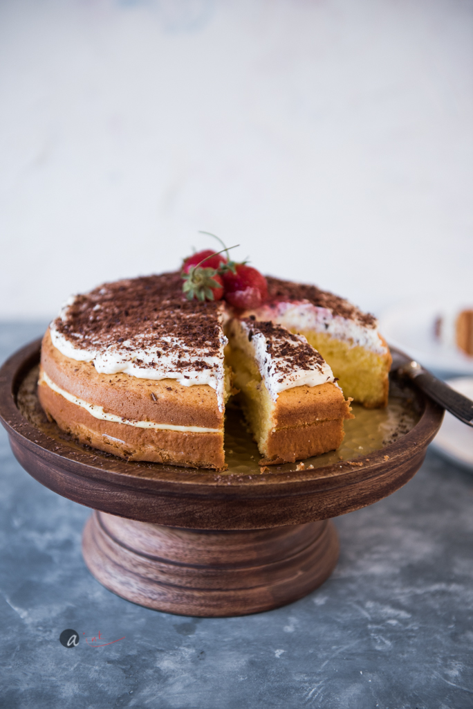 lemon-victoria-sponge-layer-cake-lemon-curd-filling.jpg