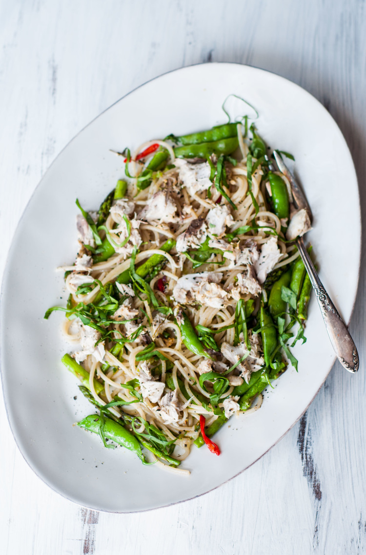 SUGAR SNAP PEAS AND ASPARAGUS PASTA PRIMAVERA -
