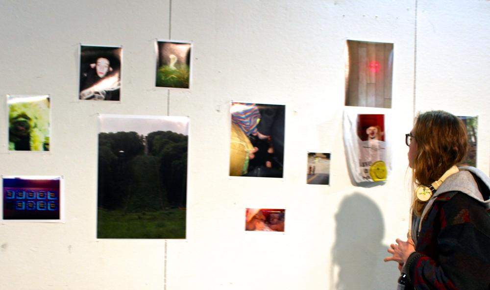 Melkorka Tómasdóttir '17 examines the photographs of Tom Keelan '14