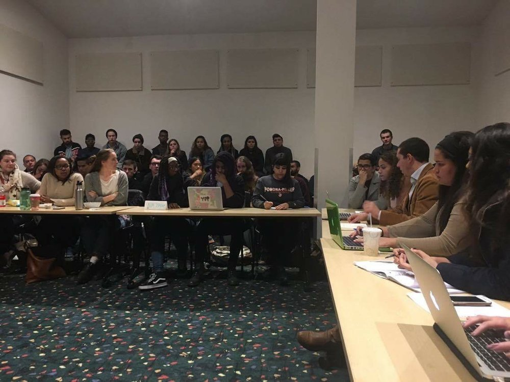The Student Senate meeting on Thursday, Nov. 17, where Alex Wah ('19) was impeached from his position. Photo credit: Genesis Rico