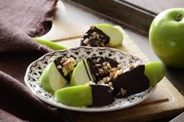 chocolate-granola-apple-wedges-ck-l.jpg
