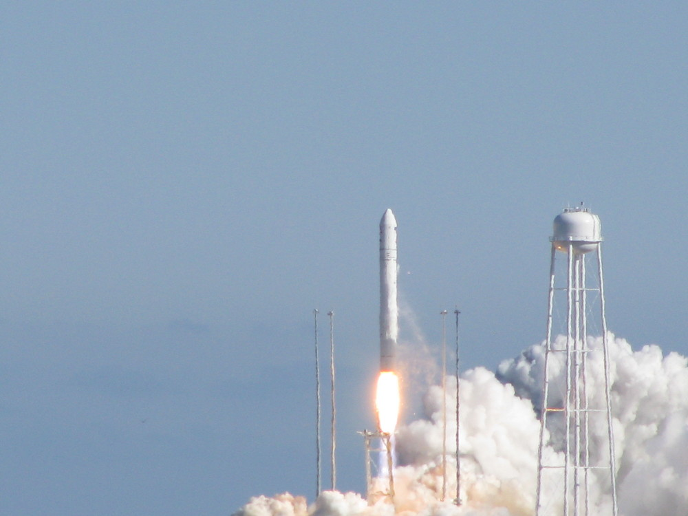 The Antares lifts off on its maiden flight from Wallops Island, VA. Credit: Gene Mikulka