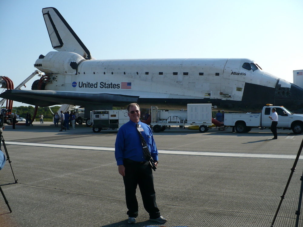 Mark Ratterman of Talking Space stands in front of Atlantis on runway 15 at the Kennedy Space Center after its final landing. Credit: Mark Ratterman