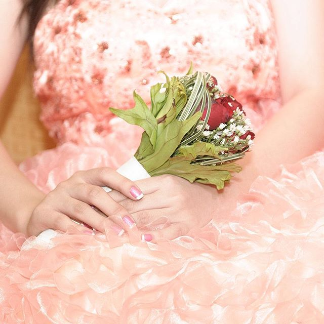 It's a perfect magical night to dress up, sassy pink for a sassy girl at eighteen. ⠀⠀⠀⠀⠀⠀ Check our website at www.hangallmemories.com for more sweet photos and to book your story!