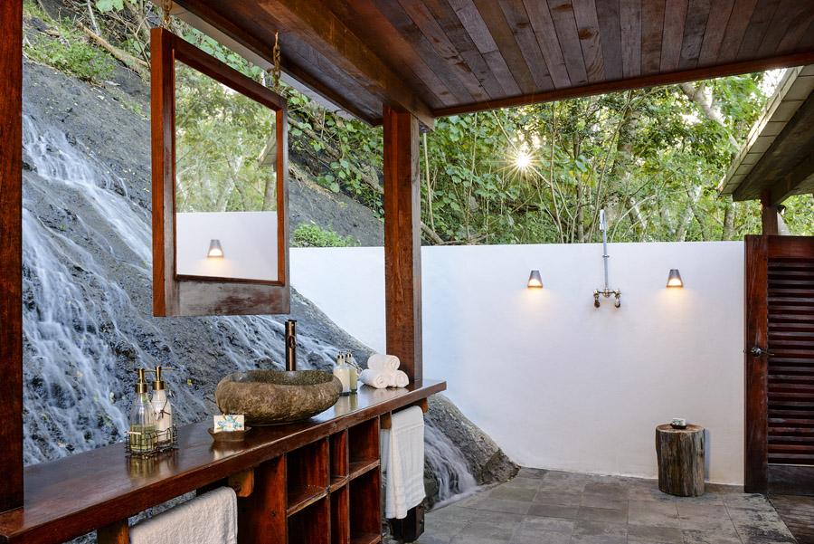 Remote Resort Fiji Islands - Outdoor Bathrooms