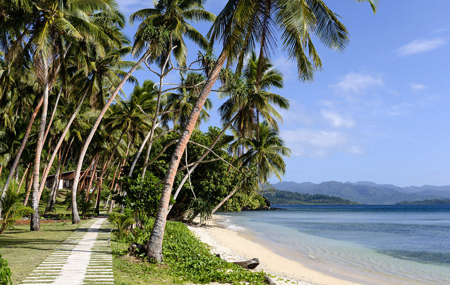 Remote Resort Fiji Islands - Beachfront walkway