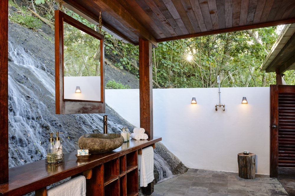 Oceanfront Villa - Outdoor Bathroom