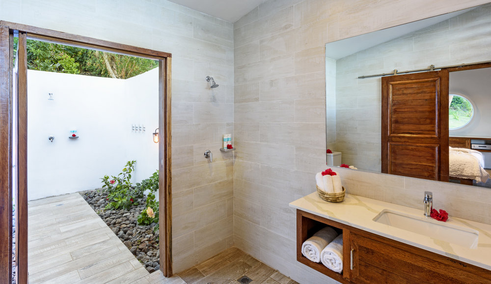 Fiji Resort - Two-bedroom Royal Retreat - Indoor and Outdoor Bathroom
