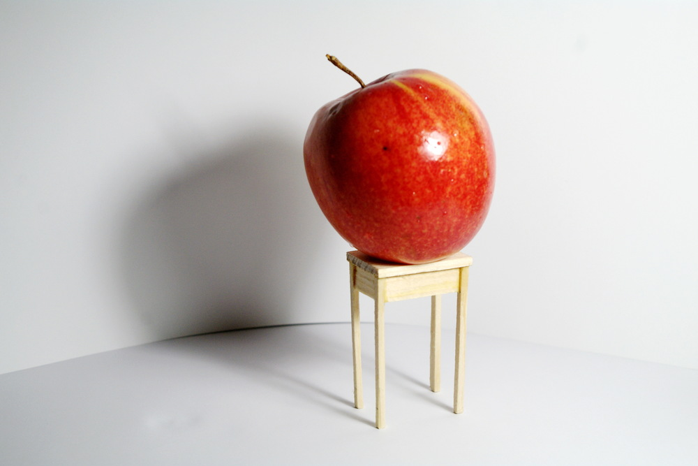 Ни одно яблоко не пострадало при съемках этого столика :)