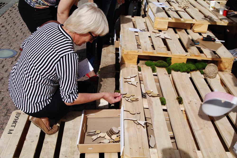 Собирали деревянных зверей.