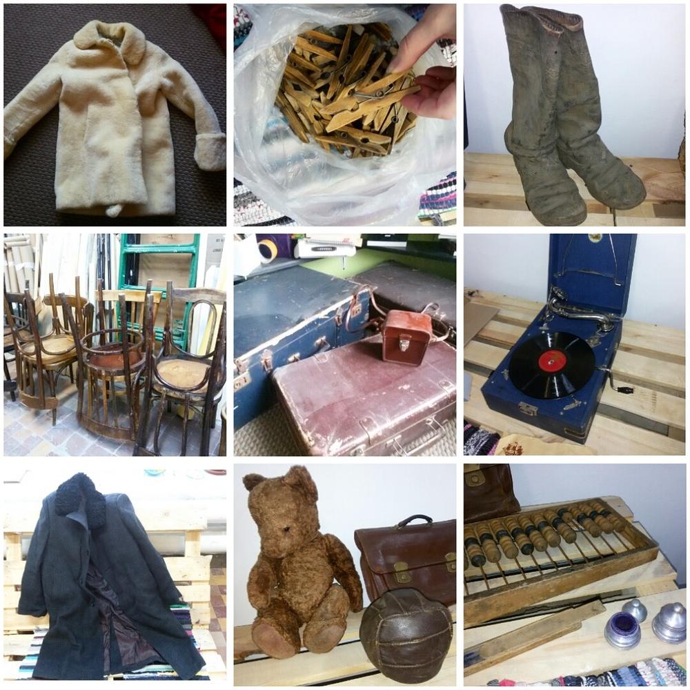 Детская шубка, деревянные прищепки, кирзовые сапоги, венские стулья, чемоданы, патефон, пальто, мишка, мячик, портфель, счёты, письменные принадлежности.