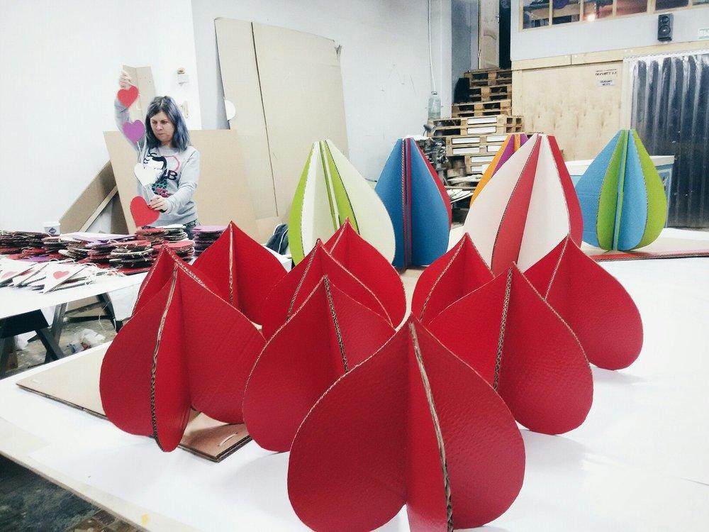 Картонные сердца и воздушные шары