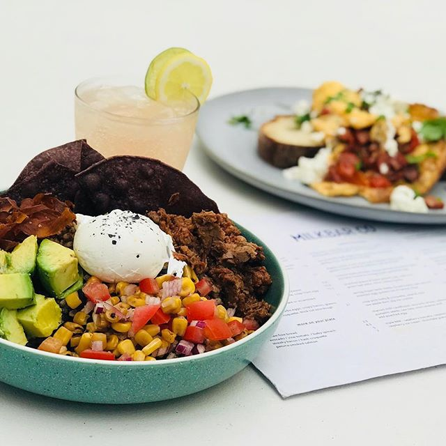 Who is keen for a burrito bowl and a cocktail this weekend?!! #burritobowl #saturdaysips #melbournecafe #morningtonpeninsula #foodie #summer #healthy