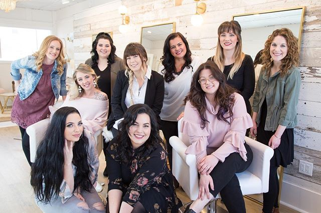 Meet the Verde wedding team ! ✨🌸 We are a group of talented hair stylists and makeup artists and our #1 goal is to make sure you're looking and feeling your best on the big day! 💍 We also have the option of traveling to you! ✈️ Are you looking for a hair stylist/makeup artist ? Everyone is tagged so tap to check out their page ! 💄💇🏼♀️ PHOTO BY @kateridleyphoto • • • • #weddingteam#travelingstylist#boutique#extensions#crueltyfreemakeup#makeupartist#artistry#boston#bostonsalon#ecofriendlysalon#crueltyfree#travelingmakeupartist#bostonmakeupartist#braintree#lashes#discoveryourglo#bostonweddings#weddinghair#bride#bostonbride#bridalmakeup#weddingmakeup#engagement#beautiful#beauty#veganmua