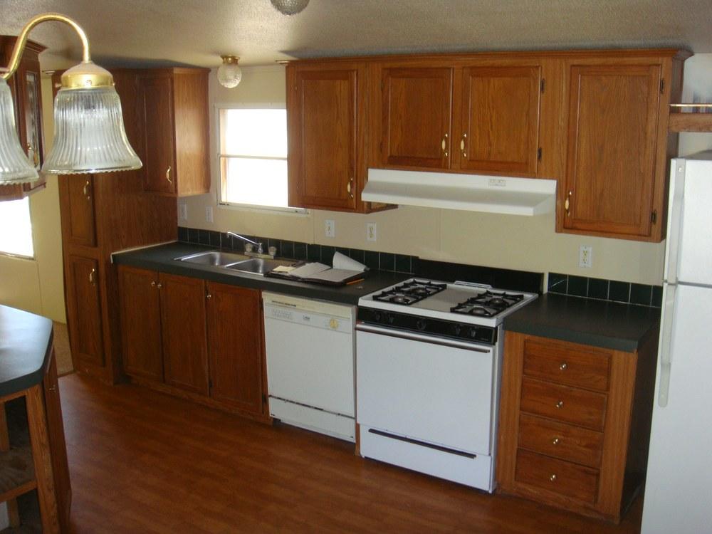 562 Kitchen small.jpg